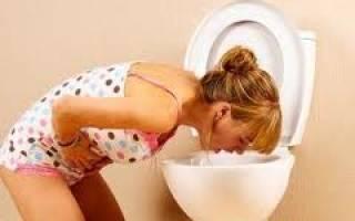 Почему девушку тошнит и болит живот